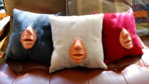 Kissing pillow