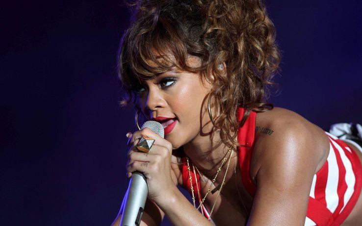 Rihanna microphone on face