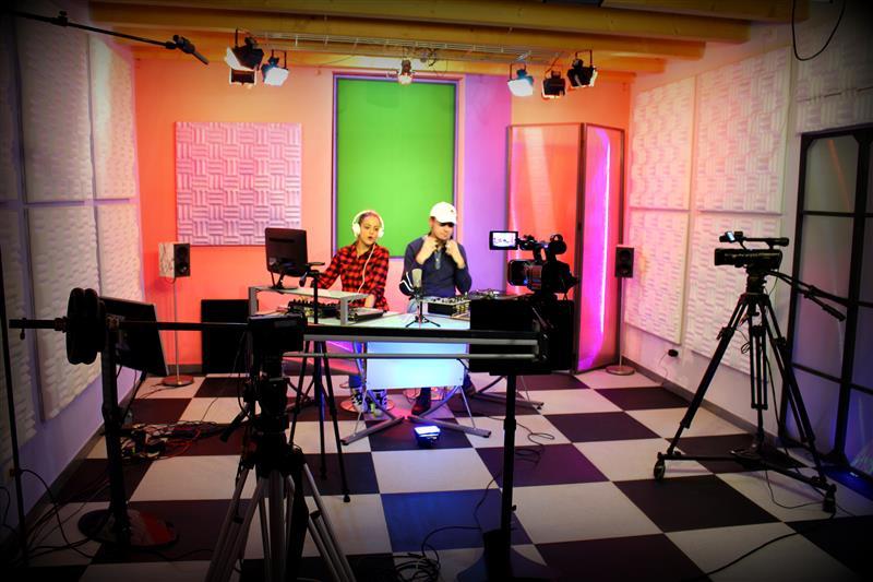 v2beat TV studio